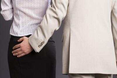 Amor la locul de muncă. Aproape toţi angajaţii îşi doresc să facă sex cu un coleg de serviciu