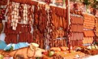 Duşmanul din farfurie. Românii se hrănesc cu hormoni, antibiotice şi substanţe cancerigene