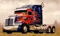 Toată lumea aşteaptă premiera Transformers 4. VEZI AICI imagini cu doi noi autoboţi