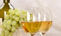 Pericolele care se ascund în sticlele de vin ieftin