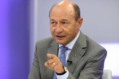 """Pro-eutanasiere. Băsescu, despre copilul ucis de maidanezi: """"Câinii nu sunt mai presus de oameni!"""""""