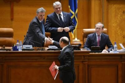 Zgonea îşi apără colegii şi atacă Administraţia Prezidenţială: Consilierii lui Băsescu înjură parlamentarii pe Facebook!