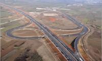Construim autostrăzi prea scumpe şi prea încet