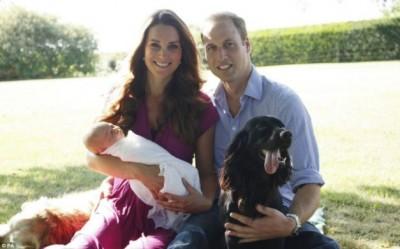 Prințul George, în primele fotografii oficiale