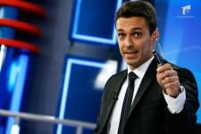"""Mircea Badea se răfuieşte cu Oreste pe Facebook: Eşti mason, dac, îţi plac banii şi mănânci rahat cu polonicul!"""""""