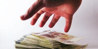 Romanii, noi taxe de achitat in 2014