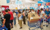 Nu au invatat nimic! Românii îşi cumpără din nou televizoare pe datorie