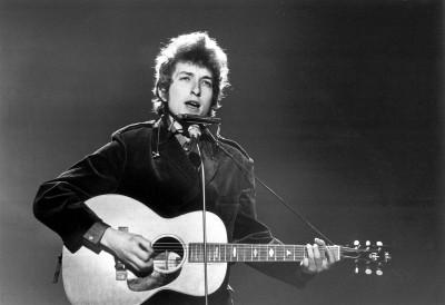 Bob Dylan, primul muzician din istorie distins cu Premiul Nobel pentru Literatura