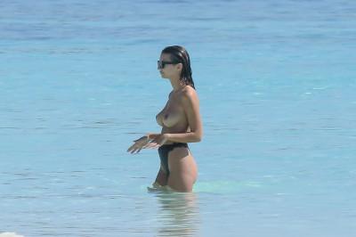 Emily-Ratajkowski-Sexy-Topless-10-1024x682