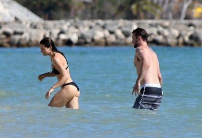 jessica-biel-in-bikini-at-a-beach-caribbean-11-09-2016_13