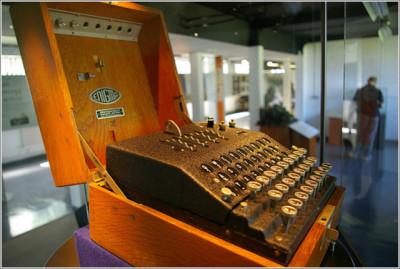 Maşina de criptat Enigma, vândută la licitație cu 45.000 de euro