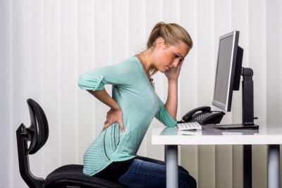 Ce exerciții puteți face la birou pentru durerile de coloană? Sfaturi de la fizioterapeutul Simonei Halep