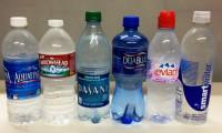 STUDIU. 93% dintre sticlele cu apă îmbuteliată sunt contaminate cu particule de plastic