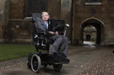 Stephen Hawking si vorbele sale memorabile – Existenta lui Dumnezeu, handicapul care poate fi util, dezastrul ce ar urma daca luam legatura cu extraterestrii