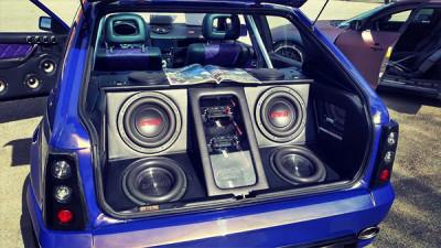 Consumul mașinii e mai mare dacă muzica este mai tare