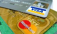 De ce unele carduri bancare au numele tău în relief și care este avantajul