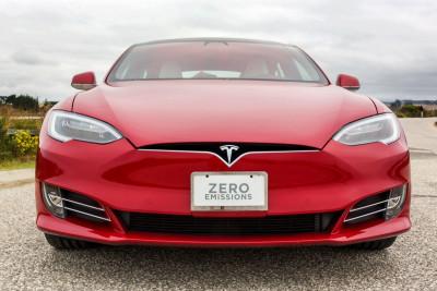 Tesla Motors concediază 4.000 de oameni