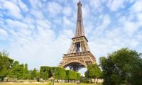 O româncă a murit în Paris, înainte de a fi cerută în căsătorie. A căzut în timp ce încerca să facă o poză cu Turnul Eiffel
