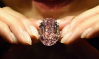 Un diamant de 45 de milioane de dolari i-a fost furat unei politiciene din Guineea într-un hotel din Paris
