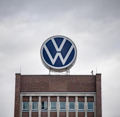 Volkswagen oprește producția în majoritatea fabricilor din Europa. Renault suspendă operațiunile din Spania