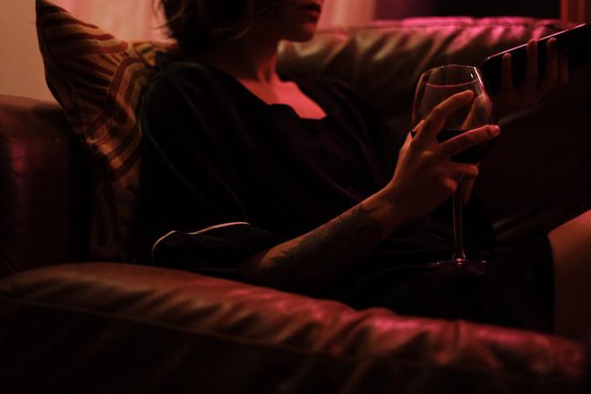woman-girl-evening-neon-4058769-min