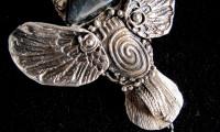 Combinația argint și busuioc, explicația pentru care apa sfințită nu se strică