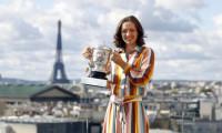 Iga Swiatek are lumea tenisului la picioare! Ce recorduri a bifat noua campioană de la Roland Garros