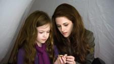 FOTO. Renesmee din Twilight, fetița jumătate om, jumătate vampir, a crescut și întoarce toate privirile