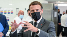 Emmanuel Macron, pălmuit în timpul unei băi de mulțime VIDEO