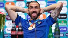Eroul Italiei a râs de Ronaldo şi de Pogba! Leonardo Bonucci a băut şi cola şi bere