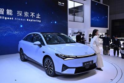 Xpeng lansează un sedan electric mult mai ieftin decât Tesla Model 3