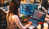 10% din femeile care aplică pentru bursele Codecool pot accesa o nouă carieră în IT. Bursele încep de la 8240 lei și nu necesita experiența