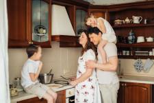Iată 3 scule de care ai nevoie dacă te ocupi de renovarea bucătăriei tale