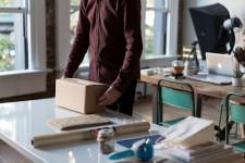 Ce trebuie să știi înainte să trimiți un colet în străinătate: trei lucruri care îți vor face viața mai ușoară